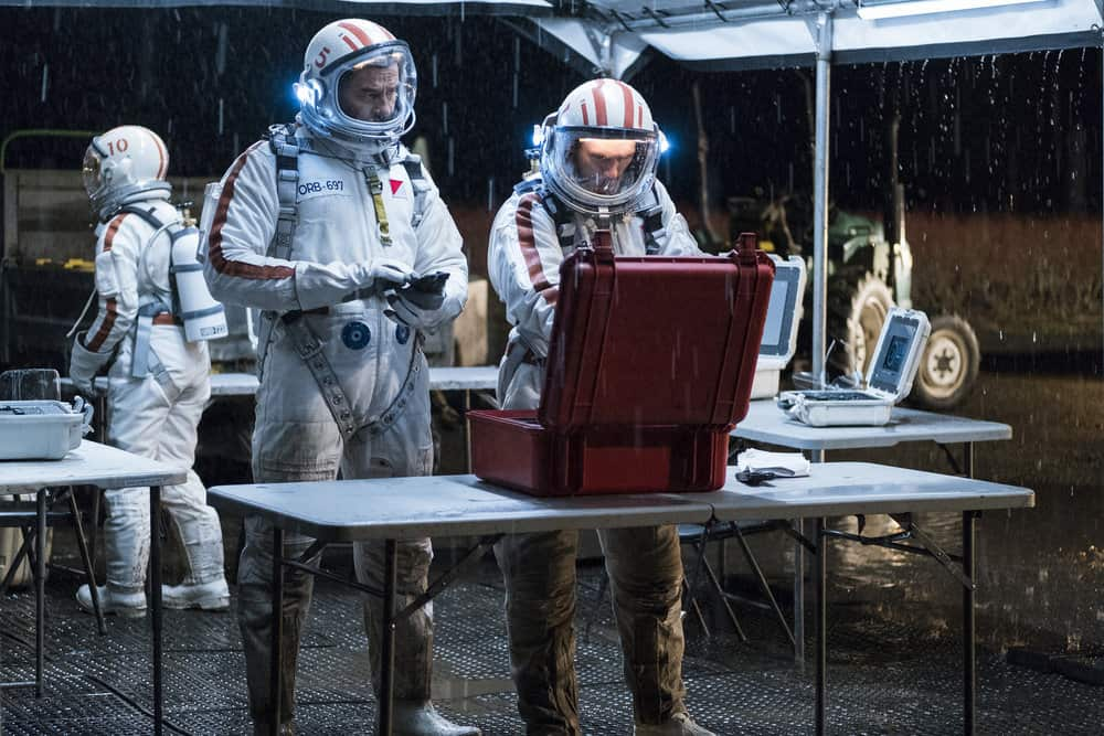 """DEBRIS -- """"In Universe"""" Episode 104 -- Pictured: (l-r) Steve Bacic as Beck, Jonathan Tucker as Bryan Beneventi -- (Photo by: James Dittiger/NBC)"""