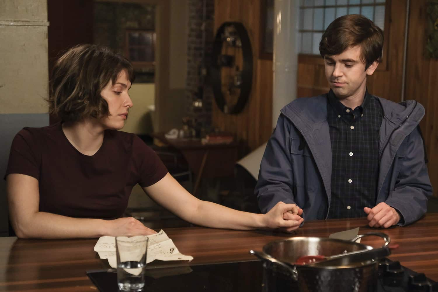 """THE GOOD DOCTOR Season 4 Episode 12 - """"Teeny Blue Eyes"""" – When a renowned surgeon comes to St. Bonaventure for treatment, the team's enthusiasm is quickly overshadowed by the doctor's behavior. After studying his case, Dr. Shaun Murphy sees a pattern he recognizes. Meanwhile, Shaun and Lea are forced to make a life-changing decision that will alter the course of their relationship on an all-new episode of """"The Good Doctor,"""" MONDAY, MARCH 22 (10:00-11:00 p.m. EDT), on ABC. (ABC/Jeff Weddell) PAIGE SPARA, FREDDIE HIGHMORE"""