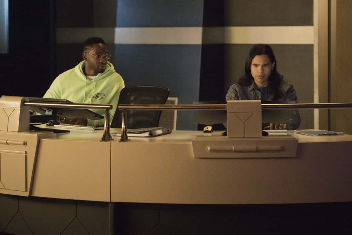 """The Flash -- """"Central City Strong"""" -- Image Number: FLA704b_0063r.jpg -- Pictured (L-R): Brandon McKnight as Chester P. Runk and Carlos Valdes as Cisco Ramon -- Photo: Katie Yu/The CW -- © 2021 The CW Network, LLC. All rights reserved"""