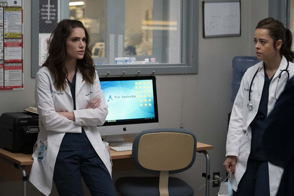 """NEW AMSTERDAM Season 3 Episode 4 -- """"All I Need"""" Episode 304 -- Pictured: (l-r) Janet Montgomery as Dr. Lauren Bloom, Emma Ramos as Resident Mariana -- (Photo by: Virginia Sherwood/NBC)"""