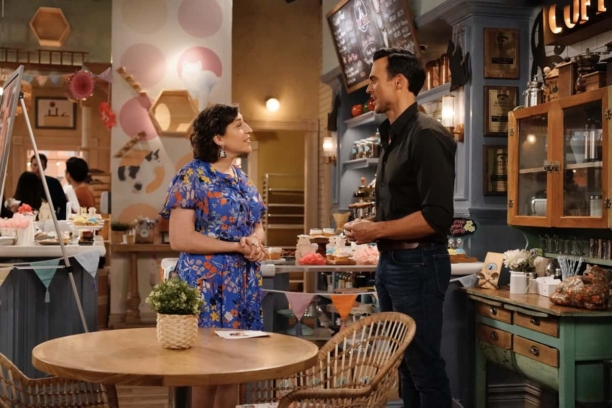 "CALL ME KAT Season 1 Episode 13 : L-R: Mayim Bialik and Cheyenne Jackson in the ""Cat-A-Versary"" season finale episode of CALL ME KAT airing Thursday, March 25 (9:00-9:30 PM ET/PT) on FOX. ©2021 FOX MEDIA LLC. Cr. Cr: Lisa Rose/FOX."