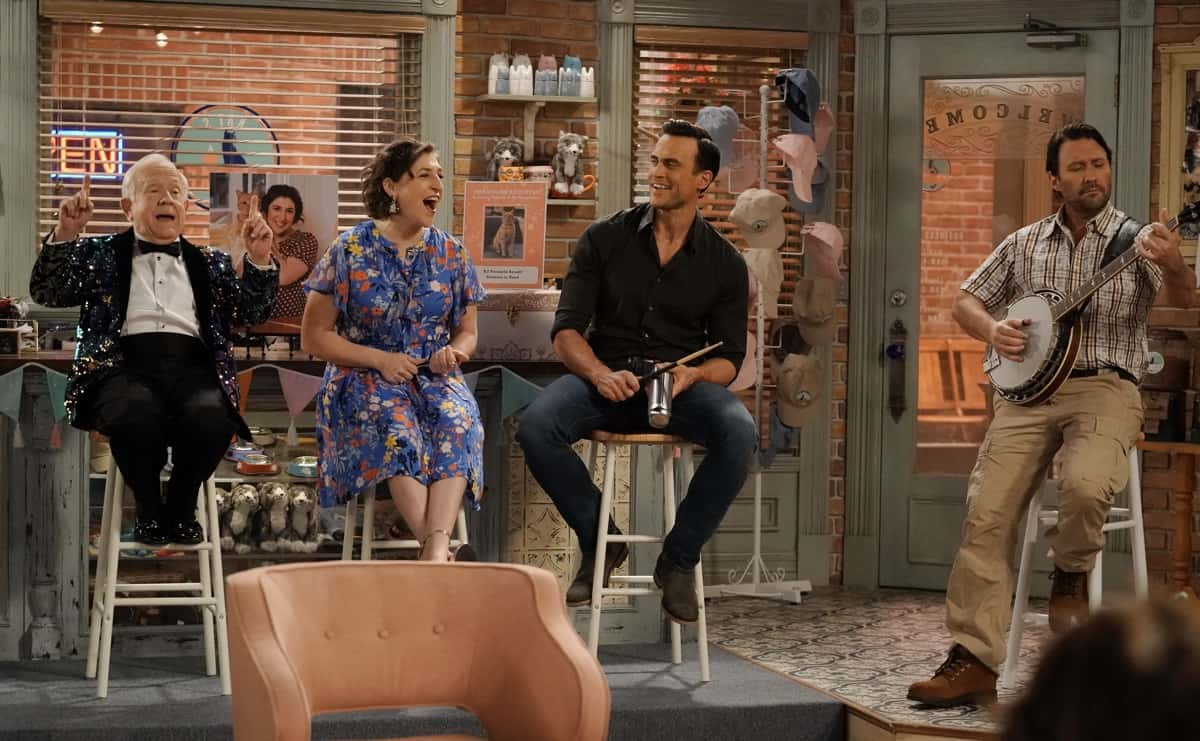 "CALL ME KAT Season 1 Episode 13 : L-R: Leslie Jordan, Mayim Bialik, Cheyenne Jackson and guest star Matt Besser in the ""Cat-A-Versary"" season finale episode of CALL ME KAT airing Thursday, March 25 (9:00-9:30 PM ET/PT) on FOX. ©2021 FOX MEDIA LLC. Cr. Cr: Lisa Rose/FOX."