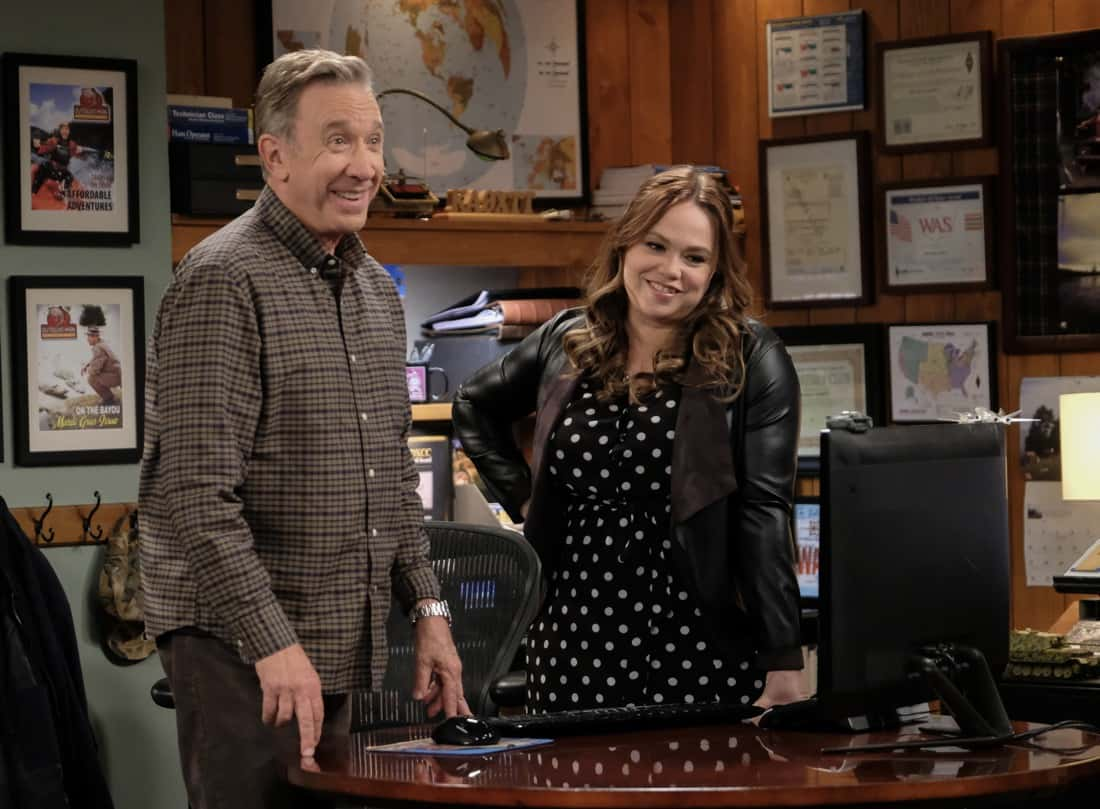"""LAST MAN STANDING Season 9 Episode 13 : L-R: Tim Allen and Amanda Fuller in the """"Your Move"""" episode of LAST MAN STANDING airing Thursday, March 25 (9:30-10:00 PM ET/PT) on FOX. CR: Patrick Wymore/FOX. © 2021 FOX Media LLC."""