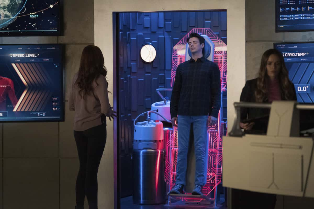"The Flash Season 7 Episode 6 -- ""The One With The Nineties"" -- Image Number: FLA706a_0145r.jpg -- Pictured (L-R): Michelle Harrison as Nora Allen, Grant Gustin as Barry Allen and Danielle Panabaker as Caitlin Snow -- Photo: Katie Yu/The CW -- © 2021 The CW Network, LLC. All rights reserved"