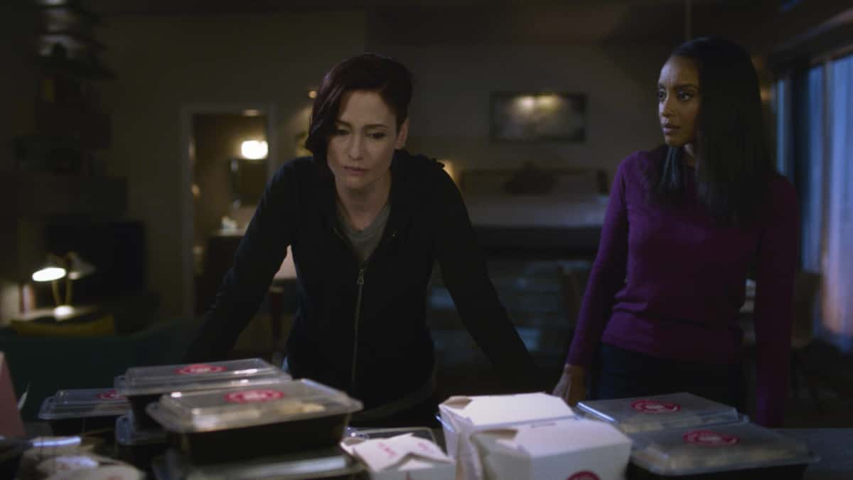 """Supergirl Season 6 Episode 2 -- """"A Few Good Women"""" -- Image Number: SPG602fg_0019r -- Pictured (L-R): Chyler Leigh as Alex Danvers and Azie Tesfai as Kelly Olsen  -- Photo: The CW -- © 2021 The CW Network, LLC. All Rights Reserved."""