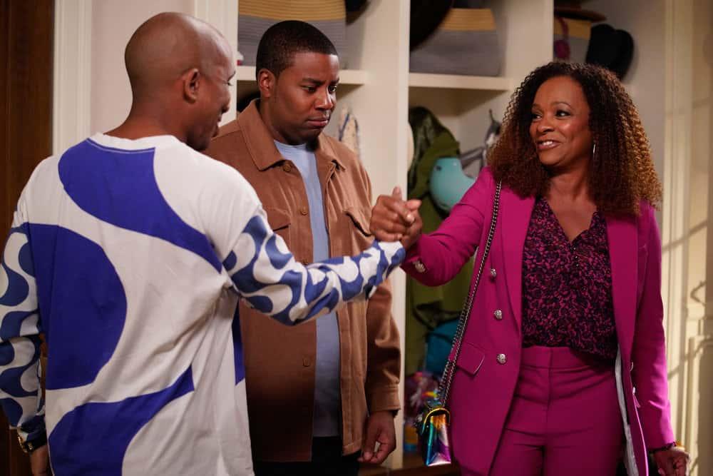 """KENAN Season 1 Episode 7 -- """"Kenan's Mom"""" Episode 107 -- Pictured: (l-r) Chris Redd as Gary, Kenan Thompson as Kenan, Vanessa Bell Calloway as Bobbi -- (Photo by:  Casey Durkin/NBC)"""