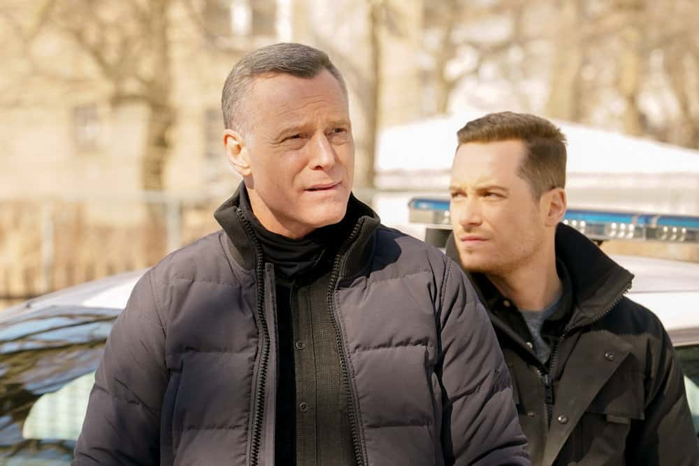 "CHICAGO PD Season 8 Episode 11  -- ""Signs Of Violence"" Episode 811 -- Pictured: (l-r) Jason Beghe as Hank Voight, Jesse Lee Soffer as Jay Halstead -- (Photo by: Lori Allen/NBC)"