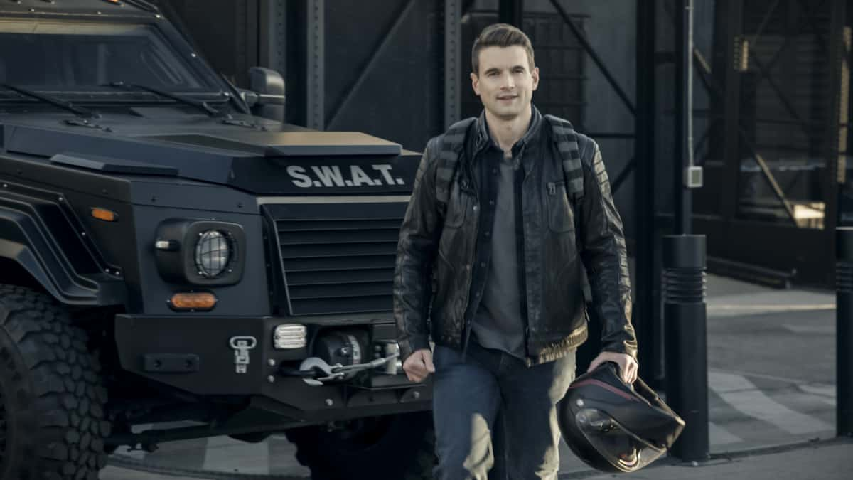 """SWAT Season 4 Episode 13 """"Sins of the Fathers"""" -- The team works together to hunt down a deadly band of mercenaries hired by a wealthy CEO trying to leave the country before he\'s arrested for running a massive Ponzi scheme. Also, Hondo is forced to confront his changing relationship with Darryl (Deshae Frost) as the teen grows closer to his father, and a grief-stricken Chris hits rock bottom, on S.W.A.T., Wednesday, April 7 (10:00-11:00 PM, ET/PT) on the CBS Television Network.    Pictured (L-R): Alex Russell as Jim Street.    Photo: Screengrab/CBS 2021 CBS Broadcasting, Inc. All Rights Reserved"""