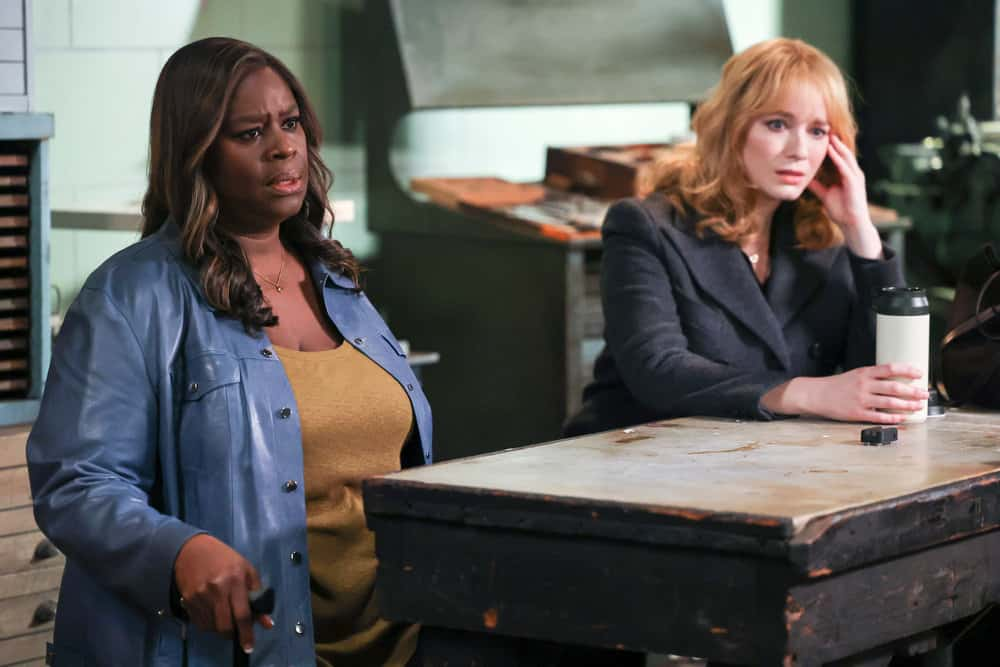 """GOOD GIRLS Season 4 Episode 5 -- """"The Banker"""" Episode 405 -- Pictured: (l-r) Retta as Ruby Hill, Christina Hendricks as Beth Boland -- (Photo by: Jordin Althaus/NBC)"""