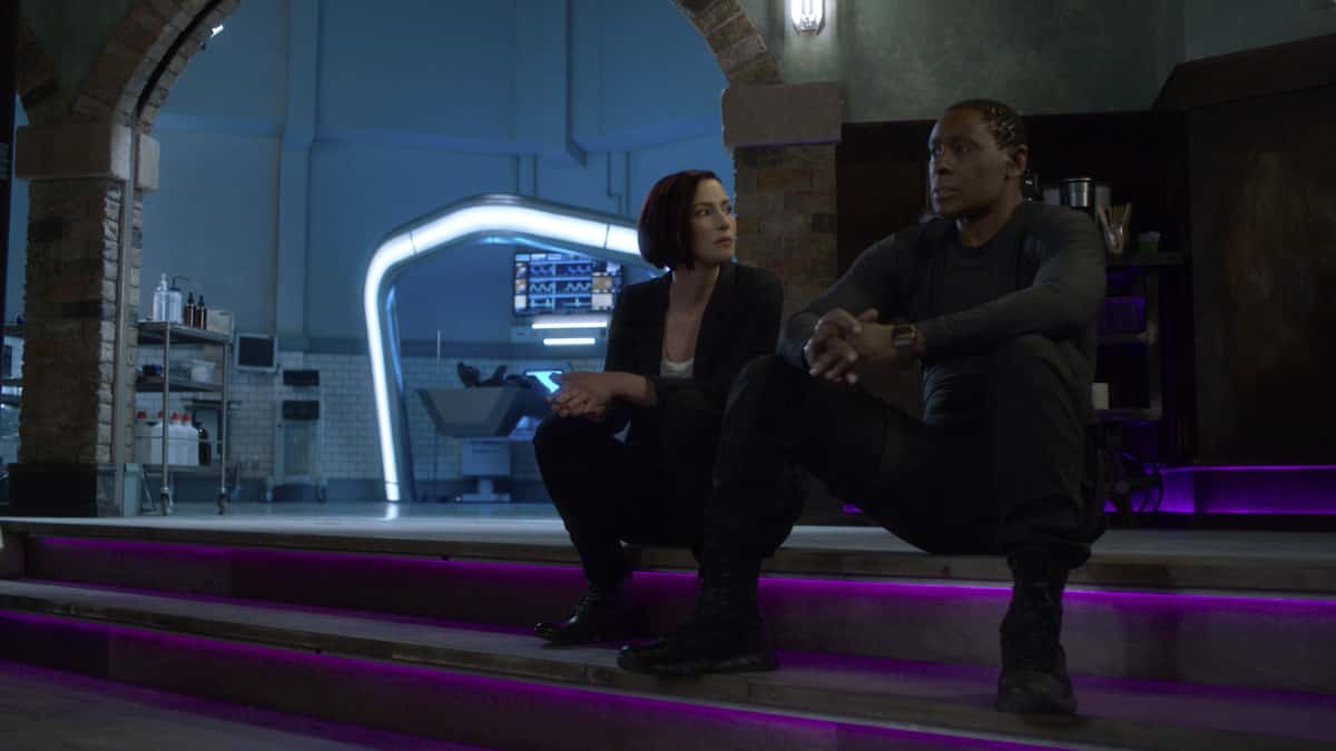 """Supergirl Season 6 Episode 3 -- """"Phantom Menaces"""" -- Image Number: SPG602fg_0011r.jpg -- Pictured (L-R):  Chyler Leigh as Alex Danvers and David Harewood as Hank Henshaw/J'onn J'onzz  Photo: The CW -- © 2021 The CW Network, LLC. All Rights Reserved."""