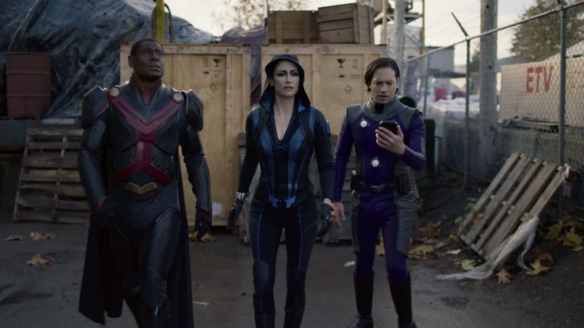 """Supergirl Season 6 Episode 3 -- """"Phantom Menaces"""" -- Image Number: SPG602fg_0008r.jpg— Pictured (L-R): David Harewood as Hank Henshaw/J'onn J'onzz, Chyler Leigh as Alex Danvers-and Jesse Rath as Brainiac-5 Photo: The CW -- © 2021 The CW Network, LLC. All Rights Reserved."""