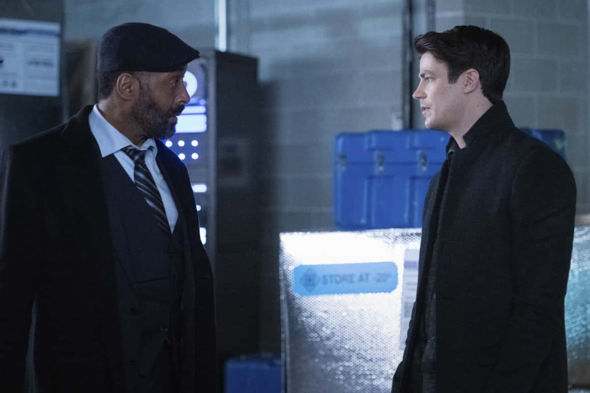 """The Flash Season 7 Episode 7 -- """"Growing Pains"""" -- Image Number:  FLA707a_0294r.jpg -- Pictured (L-R): Jesse L. Martin as Captain Joe West and Grant Gustin as Barry Allen -- Photo: Dean Buscher/The CW -- © 2021 The CW Network, LLC. All Rights Reserved."""