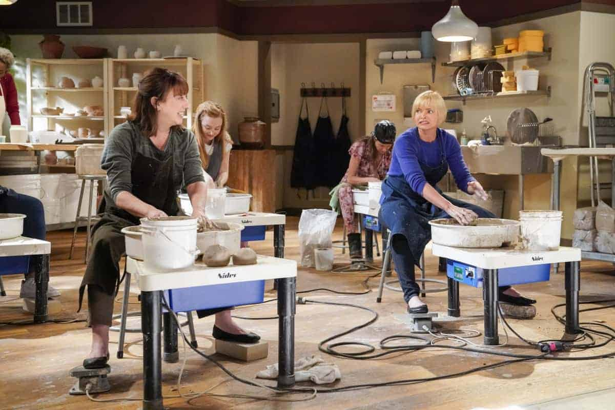 """Mom Season 8 Episode 14 """"Endorphins and a Toasty Tushy"""" – Bonnie struggles with her own self-worth after Tammy finds success. Also, Jill's new hobby leads to an unexpected revelation, on MOM, Thursday, April 15 (9:01-9:30 PM, ET/PT) on the CBS Television Network. Pictured (L-R): Beth Hall as Wendy and Jaime Pressly as Jill Photo: Robert Voets/©2021 Warner Bros. Entertainment Inc. All Rights Reserved."""