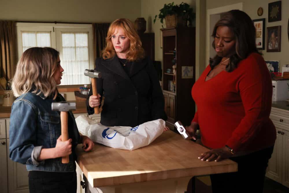 """GOOD GIRLS Season 4 Episode 6 -- """"Grandma Loves Grisham"""" Episode 406 -- Pictured: (l-r) Mae Whitman as Annie Marks, Christina Hendricks as Beth Boland, Retta as Ruby Hill  -- (Photo by: Jordin Althaus/NBC)"""