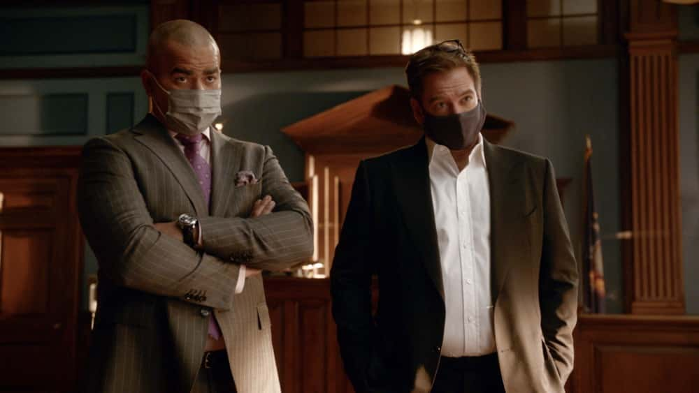 """Bull Season 5 Episode 12 """"Evidence to the Contrary"""" – Bull and the TAC team worry about jury bias when Bull mounts a murder trial defense for a Black Lives Matter activist who is also the son of the wrongly convicted man who inspired Bull to start his trial science company, on BULL, Monday, April 19 (10:00-11:00 PM, ET/PT) on the CBS Television Network.  Pictured L-R: Christopher Jackson as Chunk Palmer and Michael Weatherly as Dr. Jason Bull Photo: Screen Grab/CBS ©2021 CBS Broadcasting, Inc. All Rights Reserved."""