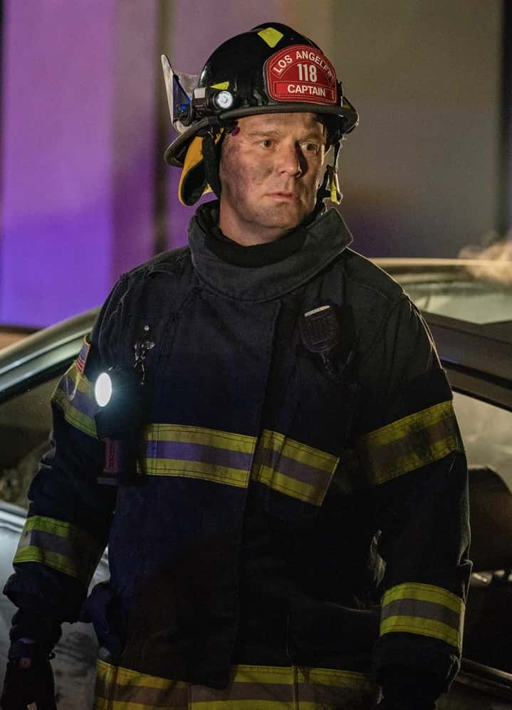 """9-1-1 Season 4 Episode 9 : Peter Krause in the """"Breaking Point"""" episode of 9-1-1 airing Monday, April 19 (8:00-9:00 PM ET/PT) on FOX. CR: FOX. © 2021 FOX Media LLC."""
