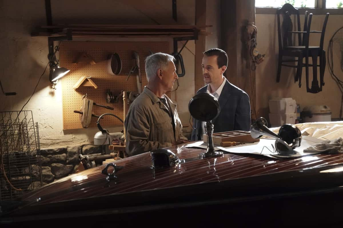 """NCIS Season 18 Episode 12 """"Sangre"""" – Evidence from the stabbing of a Marine Sergeant leads Torres to meet his father, Miguel (Steven Bauer), who left when he was a child, on NCIS, Tuesday, April 27 (8:00-9:00 PM, ET/PT) on the CBS Television Network. Pam Dawber returns as investigative reporter Marcie Warren. Pictured:  Mark Harmon as NCIS Special Agent Leroy Jethro Gibbs, Sean Murray as NCIS Special Agent Timothy McGee.  Photo: Bill Inoshita/CBS ©2021 CBS Broadcasting, Inc. All Rights Reserved."""