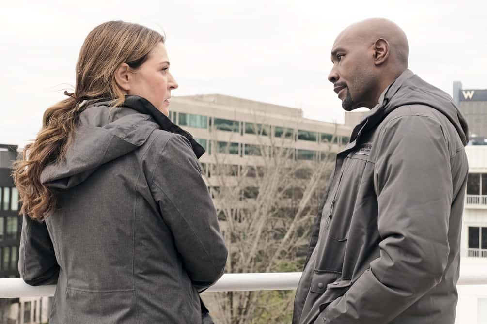"""THE RESIDENT Season 4 Episode 10 : L-R: Jane Leeves and Morris Chestnut in the """"Into the Unknown"""" episode of THE RESIDENT airing Tuesday, April 20 (8:00-9:01 PM ET/PT) on FOX. ©2021 Fox Media LLC Cr: Guy D'Alema/FOX"""
