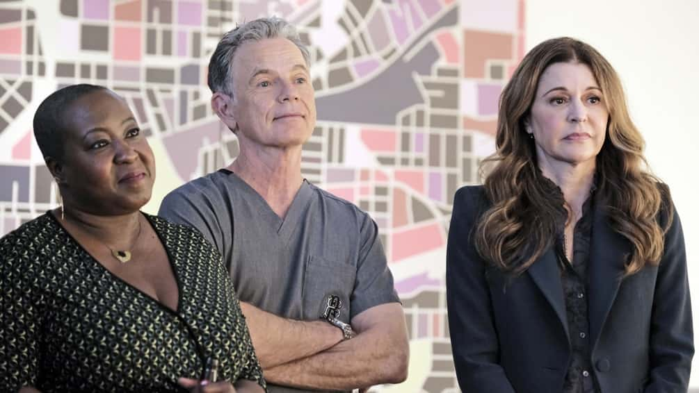 """THE RESIDENT Season 4 Episode 10 : L-R: Guest star Denitra Isler, Bruce Greenwood and Jane Leeves in the """"Into the Unknown"""" episode of THE RESIDENT airing Tuesday, April 20 (8:00-9:01 PM ET/PT) on FOX. ©2021 Fox Media LLC Cr: Guy D'Alema/FOX"""