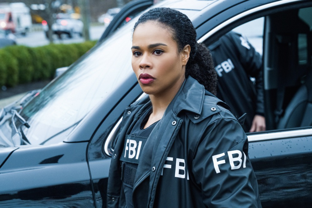 """FBI Most Wanted Season 2 Episode 11 """"Obstruction"""" - After a double murder takes place in a small town, the team goes after the vigilante who relies on internet sleuths to exact revenge on suspects in the name of justice. Also, Jess and Sarah's relationship continues to grow, but not everyone approves, on FBI: MOST WANTED, Tuesday, April 27 (10:00-11:00 PM, ET/PT) on the CBS Television Network.  Pictured Roxy Sternberg as  Special Agent Sheryll Barnes Photo: Mark Schäfer/ ©2021 CBS Broadcasting Inc. All Rights Reserved."""