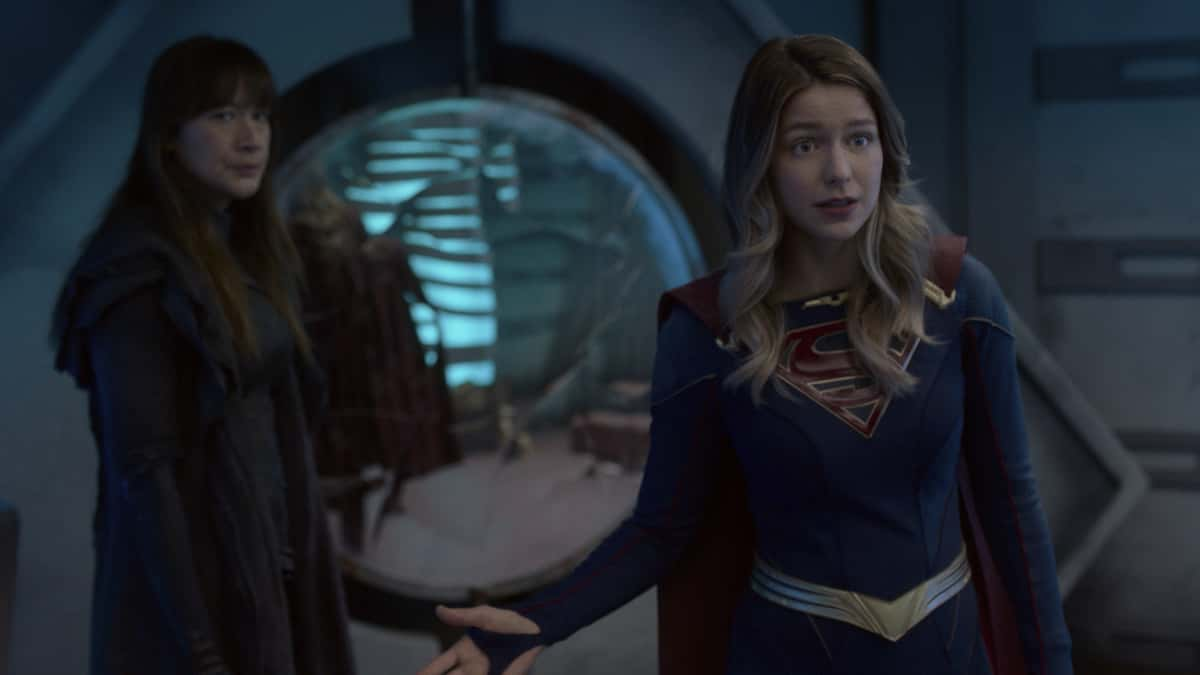 "Supergirl Season 6 Episode 4 -- ""Lost Souls"" -- Image Number: SPG604fg_0010r.jpg -- Pictured: Peta Sergeant as Nyxly and Melissa Benoist as Supergirl.  Photo: The CW -- © 2021 The CW Network, LLC. All Rights Reserved."