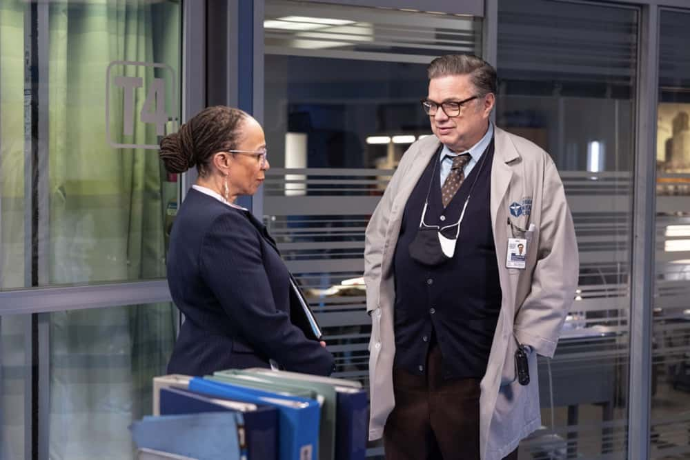 """CHICAGO MED Season 6 Episode 12 -- """"Some Things Are Worth The Risk"""" Episode 612 -- Pictured: (l-r) S. Epatha Merkerson as Sharon Goodwin, Oliver Platt as Daniel Charles -- (Photo by: Adrian S. Burrows Sr./NBC)"""
