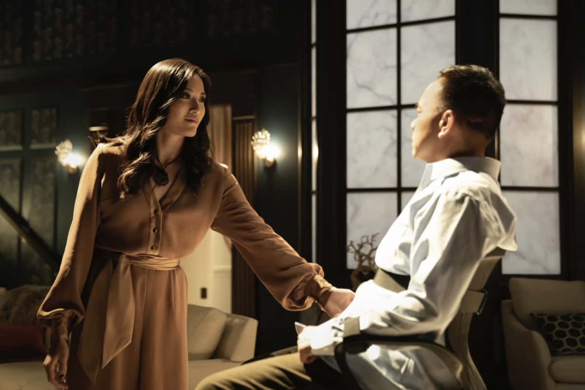 """Kung Fu Season 1 Episode 3 -- """"Patience"""" -- Image Number: KF103a_011r.jpg -- Pictured (L-R): Yvonne Chapman as Zhilan and Raugi Yu as Professor Winston Chau -- Photo: Katie Yu/The CW -- © 2021 The CW Network, LLC. All Rights Reserved"""