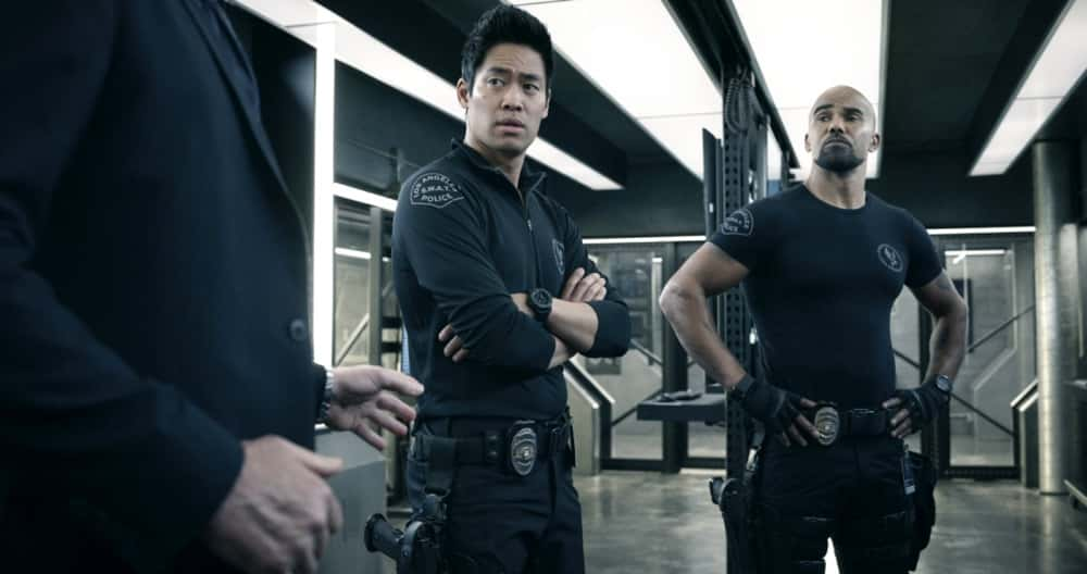 """SWAT Season 4 Episode 14 """"Reckoning"""" – As the team works to stop a violent attack on the city, they're forced to confront the group responsible for the death of team member, Erika Rogers. Also, Hondo and Leroy disagree on how to handle a challenge to Darryl's fledgling business, and Luca tries to recruit new TEMS officer Nora Fowler for an annual inter-squad competition, on S.W.A.T., Wednesday, April 21 (10:00-11:00 PM, ET/PT) on the CBS Television Network. Pictured (L-R): David Lim as Victor Tan and Shemar Moore as Daniel """"Hondo"""" Harrelson.   Photo: Screengrab/CBS ©2021 CBS Broadcasting, Inc. All Rights Reserved"""
