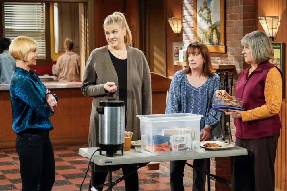 """Mom Season 8 Episode 15 """"Vinyl Flooring and a Cartoon Bear"""" – Bonnie and Tammy's friendship is tested when they take on a big project together. Also, the women worry about a fracture in their tight-knit group, on MOM, Thursday, April 22 (9:01-9:30 PM, ET/PT) on the CBS Television Network. Pictured (L-R): Jaime Pressly as Jill, Kristen Johnston as Tammy, Beth Hall as Wendy, and Mimi Kennedy as Marjorie Photo: Robert Voets/CBS ©2021 CBS Broadcasting, Inc. All Rights Reserved."""