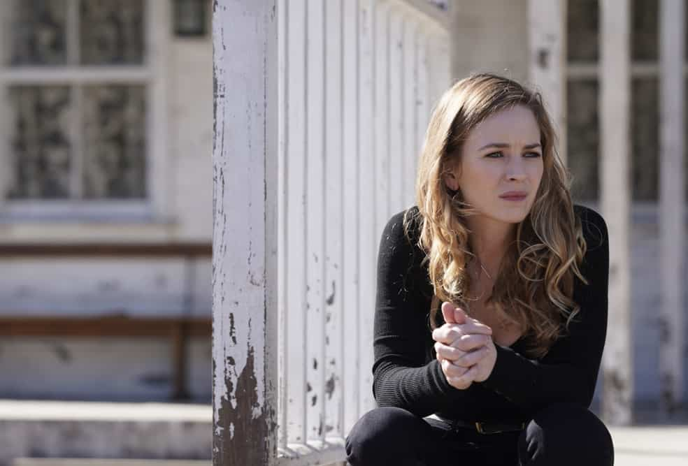 """BIG SKY Season 1 Episode 13 - """"White Lion"""" – Cassie and Jenny hear that a body has been discovered on the Kleinsasser ranch and, fearing the worst, Jenny takes the investigation up a notch, but the Kleinsassers have a plan of their own. Meanwhile, Cassie teams up with Lindor to follow a hot lead on Ronald, who, suspicious that his whereabouts have been revealed, decides to do some damage control—or perhaps just damage, on """"Big Sky,"""" TUESDAY, APRIL 27 (10:00-11:00 p.m. EDT), on ABC. (ABC/Darko Sikman) BRITT ROBERTSON"""