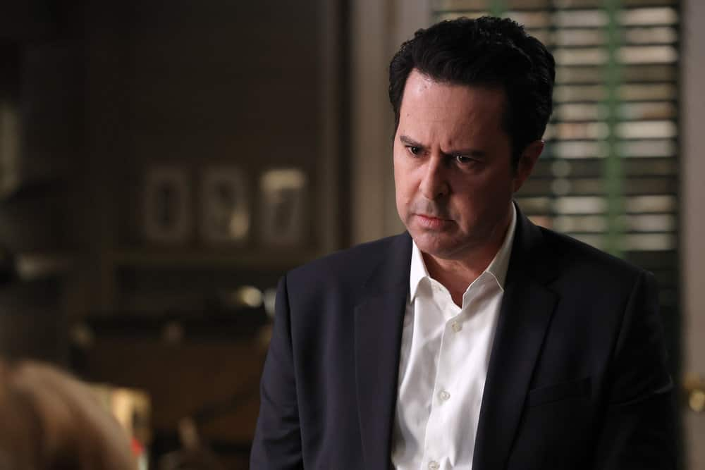 "GOOD GIRLS Season 4 Episode 7 -- ""Carolyn With a Y"" Episode 407 -- Pictured: Jonathan Silverman as DL Dave -- (Photo by: Jordin Althaus/NBC)"