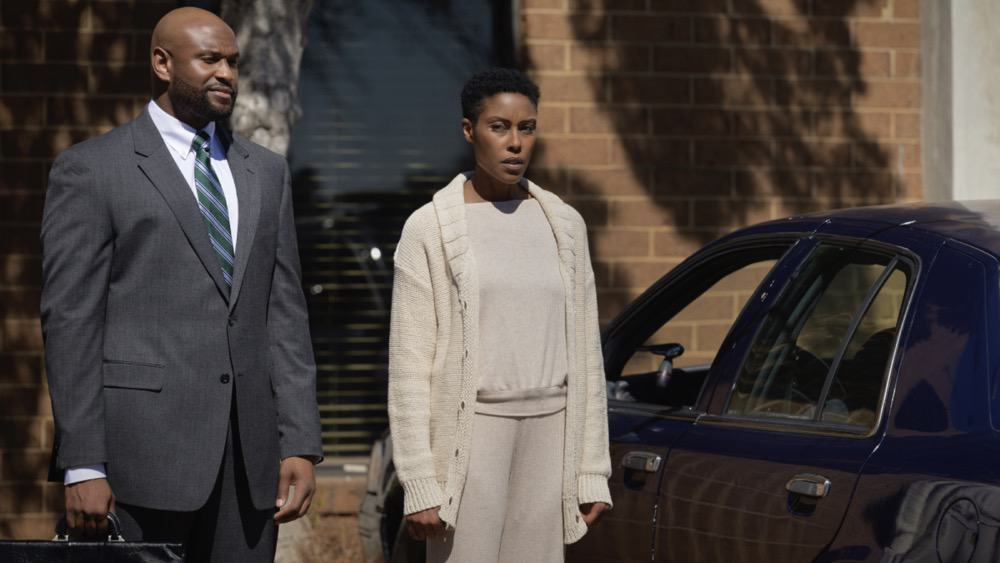 """BLACK LIGHTNING Season 4 Episode 10 -- """"TThe Book of Reunification: Chapter One"""" -- Image Number: BLK410a_0003r.jpg -- Pictured: (L-R) Will Blagrove as Keith Michaels and Christine Adams as Lynn -- Photo: Boris Martin/The CW --  2021 The CW Network, LLC. All rights reserved."""