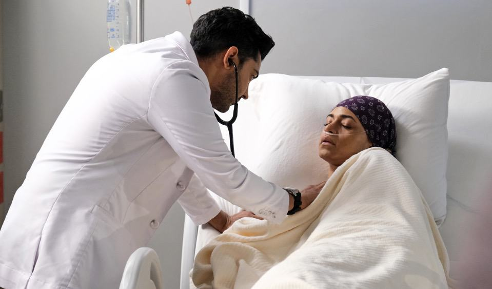 """THE RESIDENT Season 4 Episode 12 : L-R: Manish Dayal and guest star Cara Ricketts in the """"Hope in the Unseen"""" episode of THE RESIDENT airing Tuesday, May 4 (8:00-9:01 PM ET/PT) on FOX. ©2021 Fox Media LLC Cr: Guy D'Alema/FOX"""