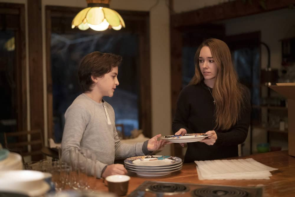 """MANIFEST Season 3 Episode 7 -- """"Precious Cargo"""" Episode 307 -- Pictured: (l-r) Jack Messina as Cal Stone, Holly Taylor as Angelina Meyer -- (Photo by: Peter Kramer/Warner Brothers)"""