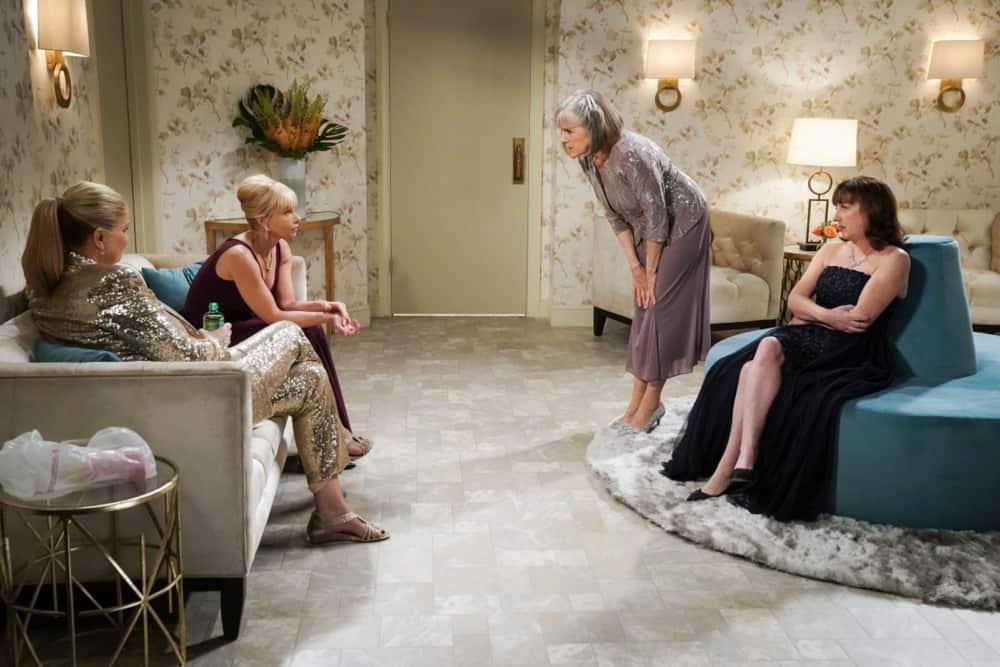 """MOM Season 8 Episode 17 """"A Community Hero and a Wide Turn"""" – The women attend a gala honoring Marjorie, but Bonnie's speech doesn't go as planned, on MOM, Thursday, May 6 (9:01-9:30 PM, ET/PT) on the CBS Television Network. Pictured (L-R): Kristen Johnston as Tammy, Jaime Pressly as Jill, Mimi Kennedy as Marjorie, and Beth Hall as Wendy Photo: Michael Yarish/CBS ©2021 CBS Broadcasting, Inc. All Rights Reserved."""