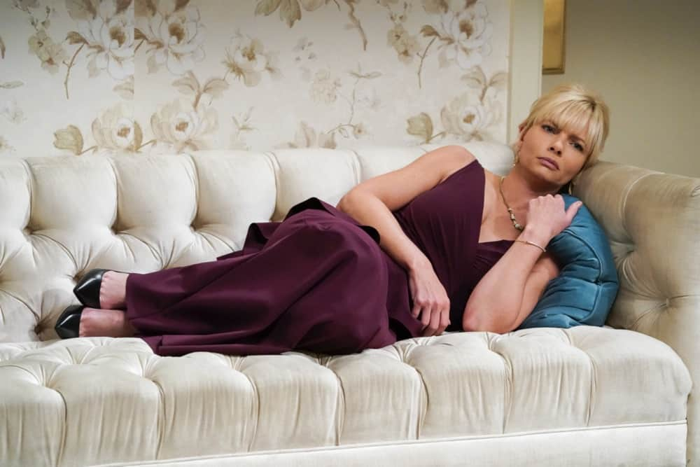 """MOM Season 8 Episode 17 """"A Community Hero and a Wide Turn"""" – The women attend a gala honoring Marjorie, but Bonnie's speech doesn't go as planned, on MOM, Thursday, May 6 (9:01-9:30 PM, ET/PT) on the CBS Television Network. Pictured: Jaime Pressly as Jill Photo: Michael Yarish/CBS ©2021 CBS Broadcasting, Inc. All Rights Reserved."""