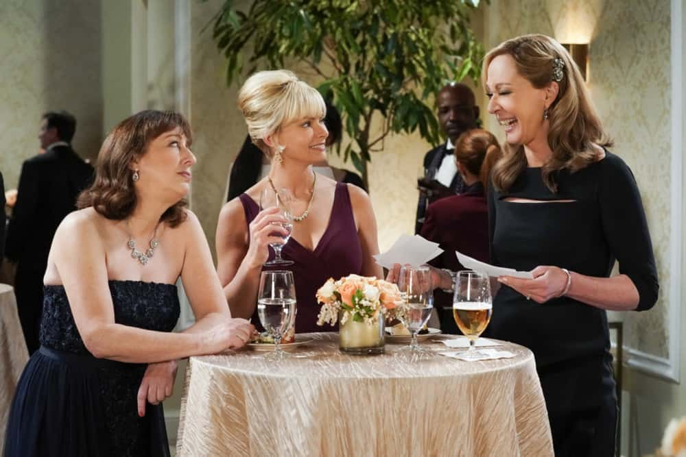 """MOM Season 8 Episode 17 """"A Community Hero and a Wide Turn"""" – The women attend a gala honoring Marjorie, but Bonnie's speech doesn't go as planned, on MOM, Thursday, May 6 (9:01-9:30 PM, ET/PT) on the CBS Television Network. Pictured (L-R): Beth Hall as Wendy, Jaime Pressly as Jill, and Allison Janney as Bonnie, Photo: Michael Yarish/CBS ©2021 CBS Broadcasting, Inc. All Rights Reserved."""