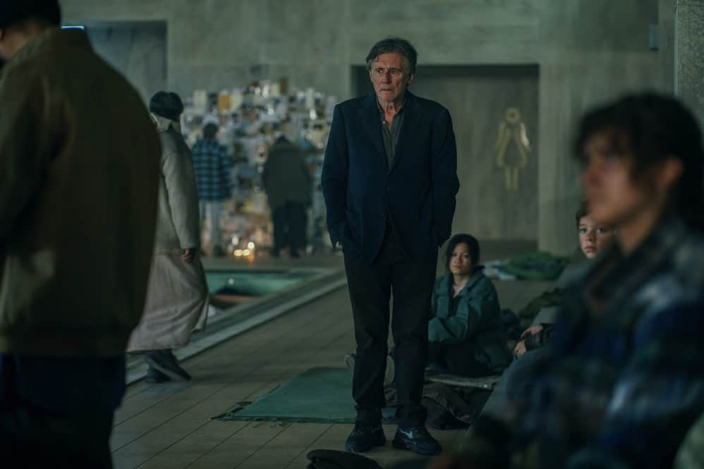 Pictured:  Gabriel Byrne as BILL in War of the Worlds, season 2.