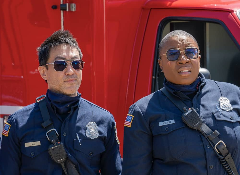 """9-1-1 Season 4 Episode 12 : L-R: Kenneth Choi and Aisha Hinds in the """"Treasure Hunt"""" episode of 9-1-1 airing Monday, May 10 (8:00-9:00 PM ET/PT) on FOX. CR: Jack Zeman /FOX. © 2021 FOX Media LLC."""