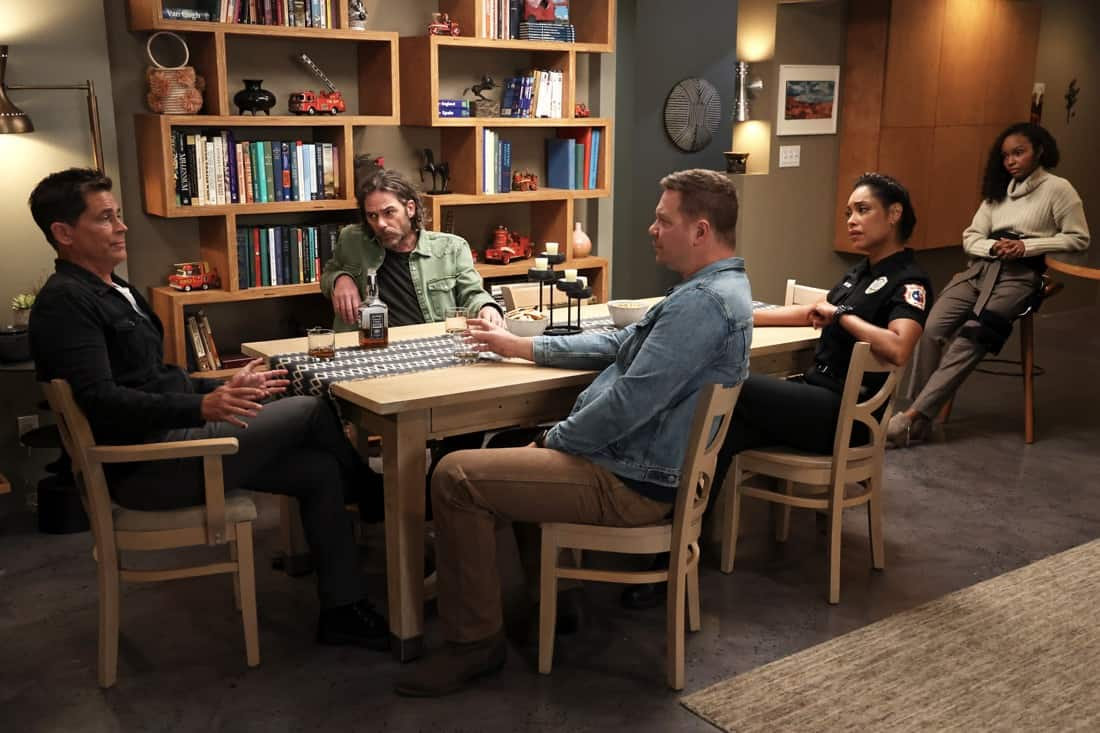 """9-1-1 LONE STAR Season 2 Episode 12 : L-R: Rob Lowe, guest star Billy Burke, Jim Parrack, Gina Torres and Sierra McClain in the """"The Big Heat"""" episode of 9-1-1: LONE STAR airing Monday, May 10 (9:01-10:00 PM ET/PT) on FOX. © 2021 Fox Media LLC. CR: Jordin Althaus/FOX."""