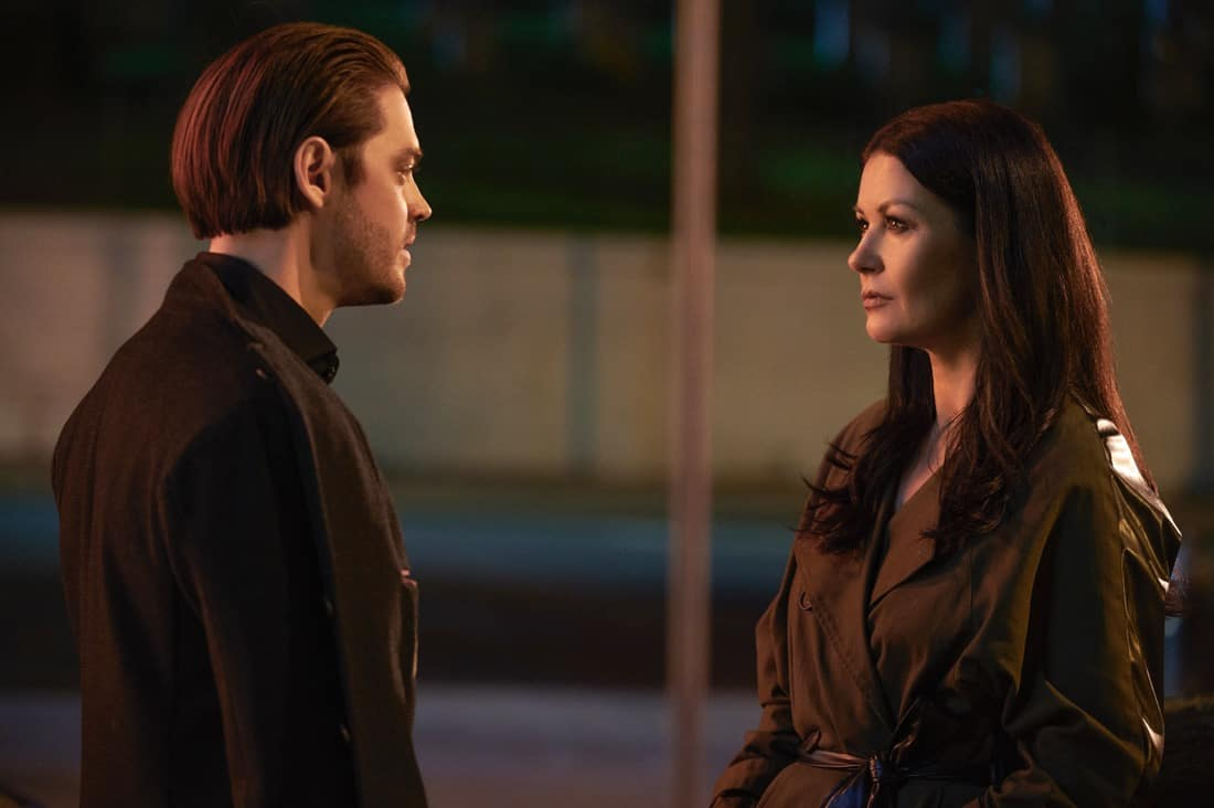 """PRODIGAL SON Season 2 Episode 12 : L-R: Tom Payne and special guest star Catherine Zeta-Jones in the """"Sun & Fun"""" episode of PRODIGAL SON airing Tuesday, May 11 (9:01-10:00 PM ET/PT) on FOX. ©2021 Fox Media LLC Cr: Phil Caruso/FOX"""