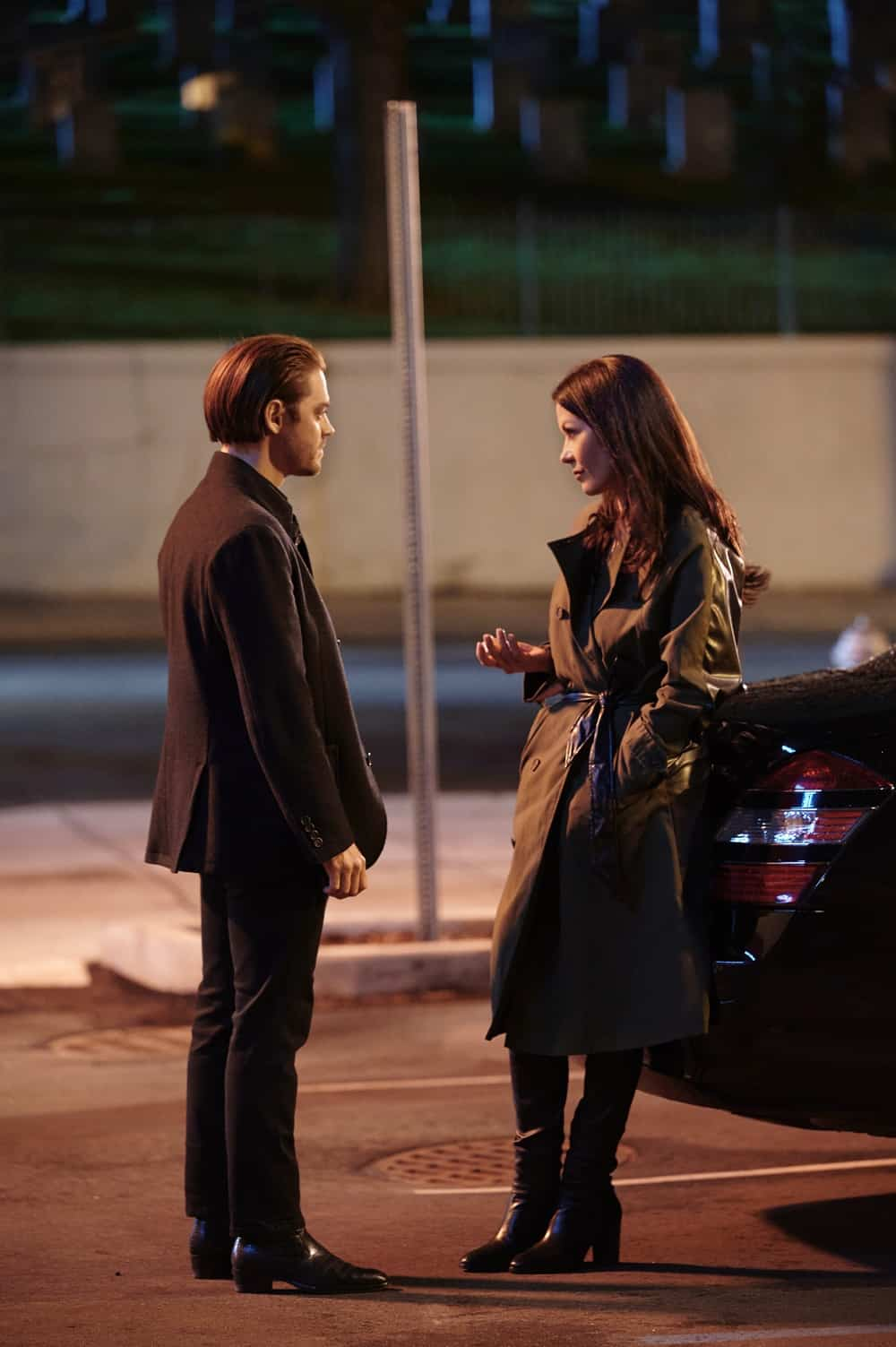 """PRODIGAL SON Season 2 Episode 12  L-R: Tom Payne and special guest star Catherine Zeta-Jones in the """"Sun & Fun"""" episode of PRODIGAL SON airing Tuesday, May 11 (9:01-10:00 PM ET/PT) on FOX. ©2021 Fox Media LLC Cr: Phil Caruso/FOX"""