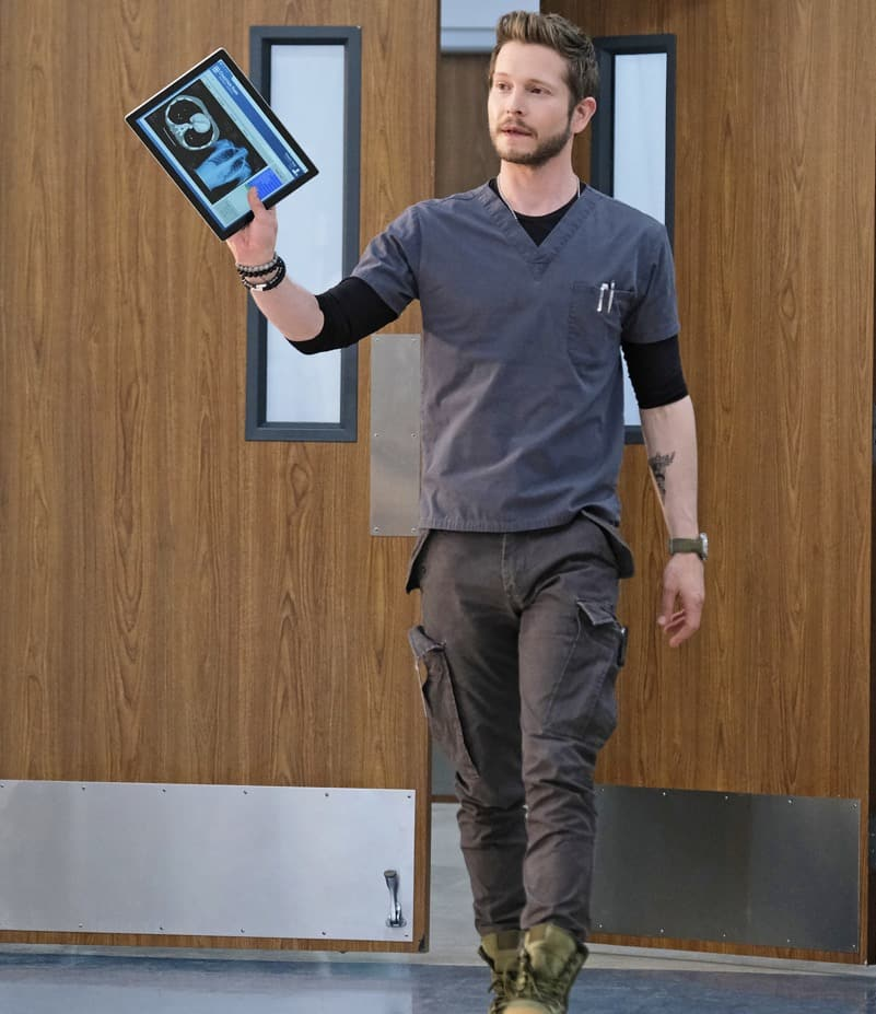 """THE RESIDENT Season 4 Episode 13 : Matt Czuchry in the """"A Children's Story"""" episode of THE RESIDENT airing Tuesday, May 11 (8:00-9:01 PM ET/PT) on FOX. ©2021 Fox Media LLC Cr: Guy D'Alema/FOX"""