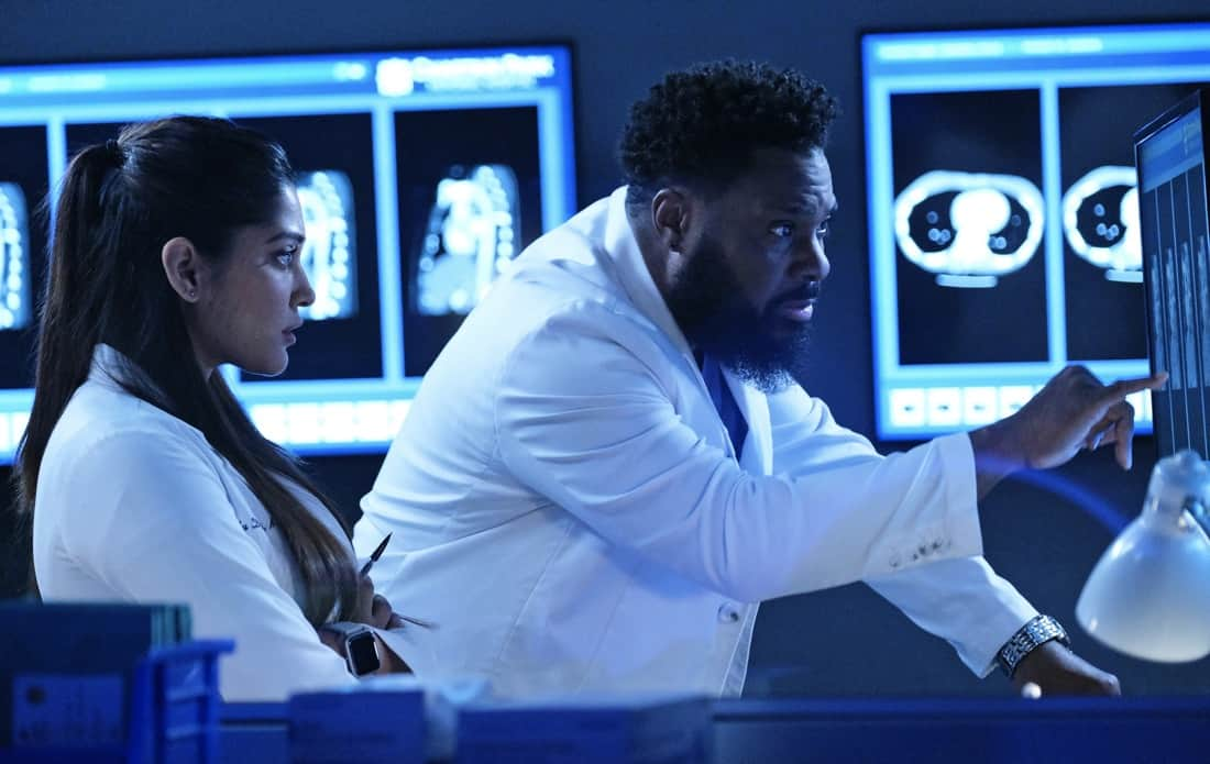 """THE RESIDENT Season 4 Episode 13 : L-R: Guest star Anuja Joshi and Malcolm-Jamal Warner in the """"A Children's Story"""" episode of THE RESIDENT airing Tuesday, May 11 (8:00-9:01 PM ET/PT) on FOX. ©2021 Fox Media LLC Cr: Guy D'Alema/FOX"""
