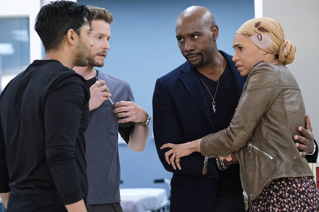 """THE RESIDENT Season 4 Episode 13: L-R: Manish Dayal, Matt Czuchry, Morris Chestnut and guest star Cara Ricketts in the """"A Children's Story"""" episode of THE RESIDENT airing Tuesday, May 11 (8:00-9:01 PM ET/PT) on FOX. ©2021 Fox Media LLC Cr: Guy D'Alema/FOX"""
