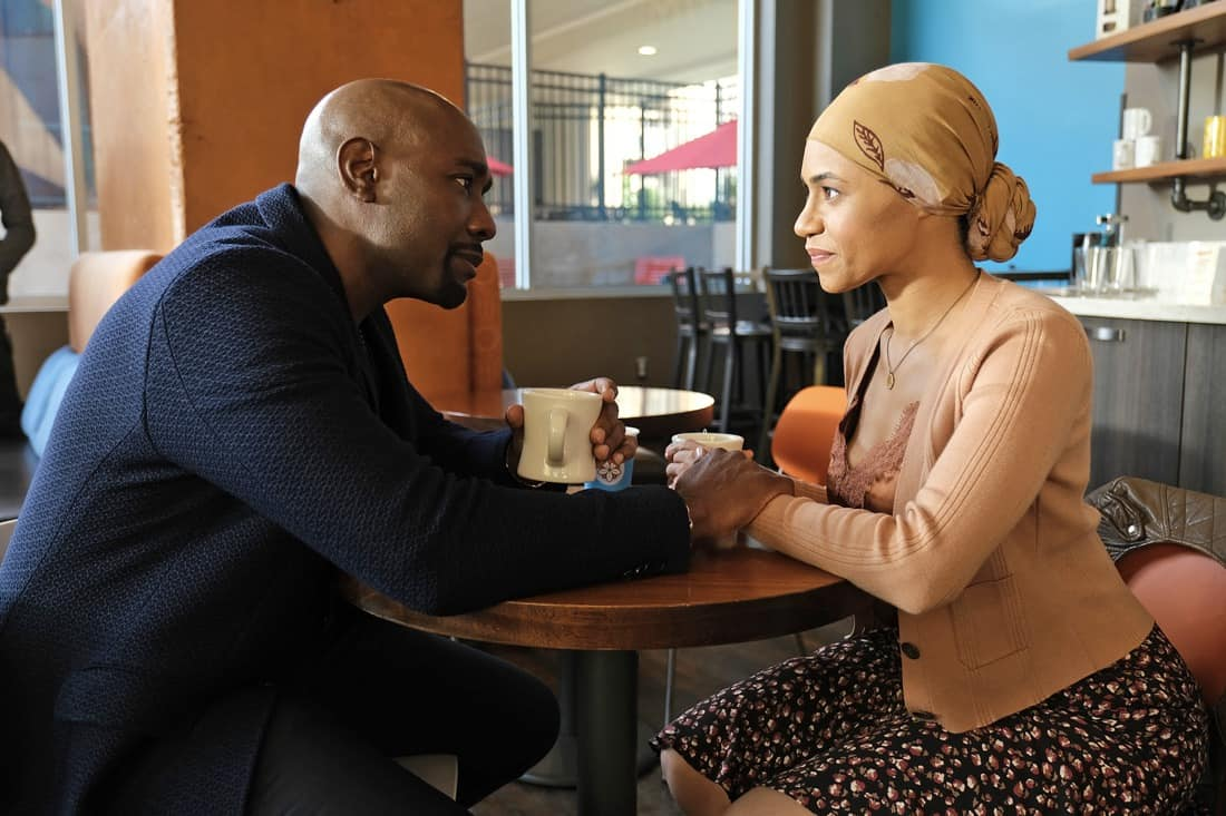 """THE RESIDENT Season 4 Episode 13 : L-R: Morris Chestnut and guest star Cara Ricketts in the """"A Children's Story"""" episode of THE RESIDENT airing Tuesday, May 11 (8:00-9:01 PM ET/PT) on FOX. ©2021 Fox Media LLC Cr: Guy D'Alema/FOX"""