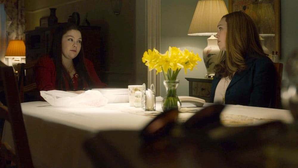 """THIS IS US Season 5 Episode 14 -- """"The Music and the Mirror"""" Episode 514 -- Pictured in this screengrab: (l-r) Hannah Zeile as Kate, Mandy Moore as Rebecca -- (Photo by: NBC)"""