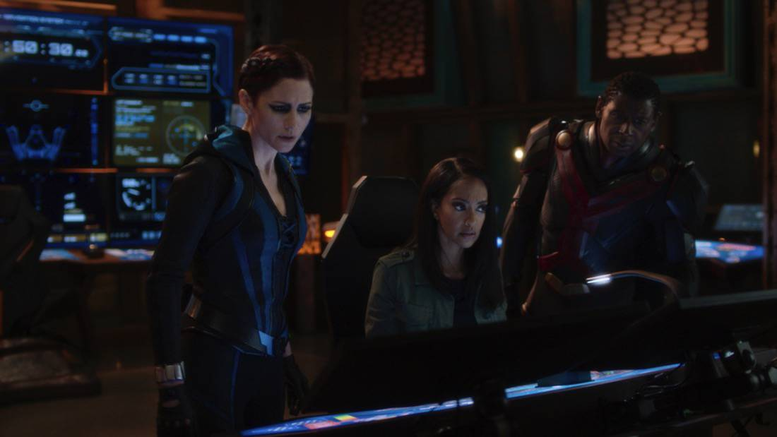 """SUPERGIRL Season 6 Episode 7-- """"Fear Knot"""" -- Image Number: SPG607fg_0044r.jpg -- Pictured (L-R): Chyler Leigh as Alex Danvers and Azie Tesfai as Kelly Olsen— Photo: The CW -- © 2021 The CW Network, LLC. All Rights Reserved."""