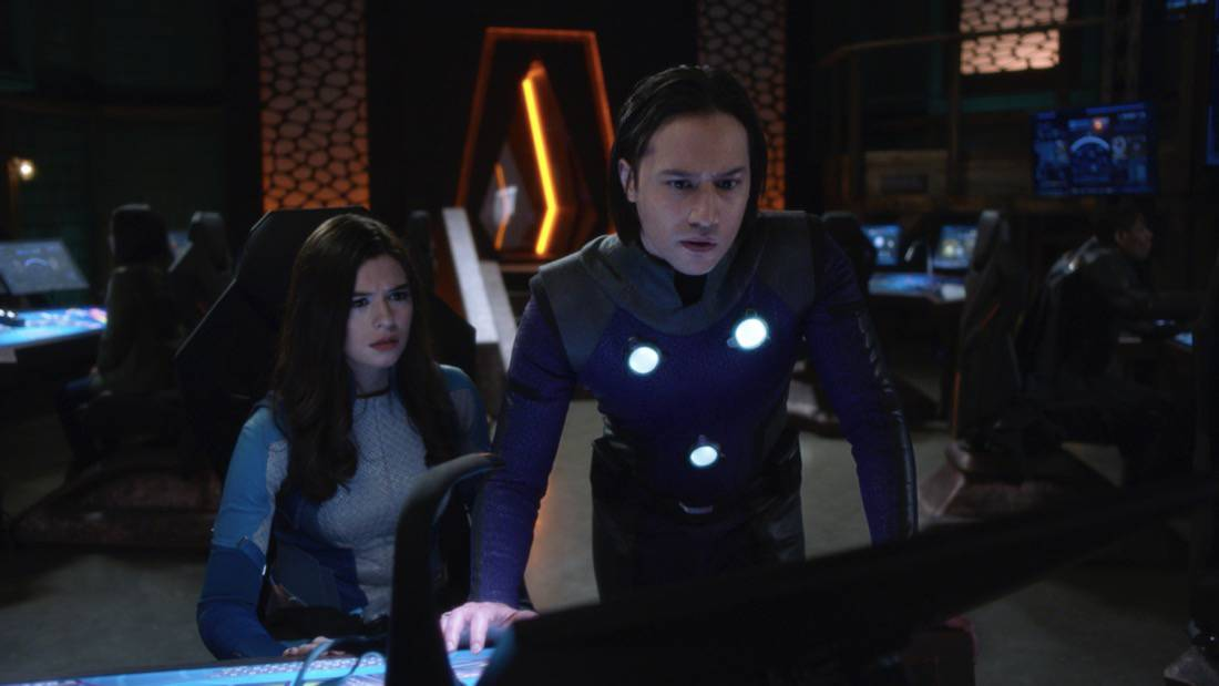 """SUPERGIRL Season 6 Episode 7 -- """"Fear Knot"""" -- Image Number: SPG607fg_0051r.jpg -- Pictured (L-R): Nicole Maines as Dreamer and Jesse Rath as Brainiac-5— Photo: The CW -- © 2021 The CW Network, LLC. All Rights Reserved."""