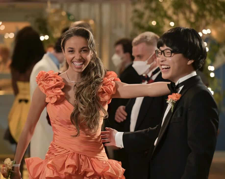 """THE GOLDBERGS Season 8 Episode 21 - """"Alligator Schwartz"""" – Erica fears that Geoff has moved on from their breakup and started dating someone else. Meanwhile, Adam decides to find Dave Kim a date to prom, once he remembers his pact with Dave that they won't go to prom if they both don't have dates, on a new episode of """"The Goldbergs,"""" WEDNESDAY, MAY 12 (8:00-8:30 p.m. EDT), on ABC. (ABC/Temma Hankin) SARAH KAUFMANN, KENNY RIDWAN"""